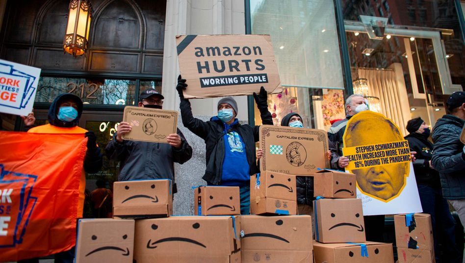 Proteste vor Jeff Bezos' Wohnhaus in New York