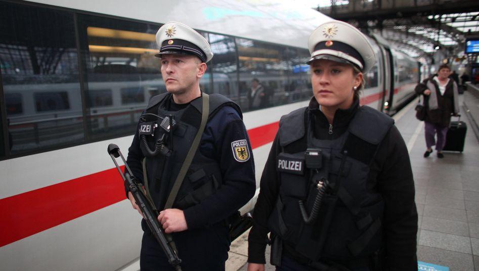 Beamten der Bundespolizei: Auch Tätowierungen bald erlaubt