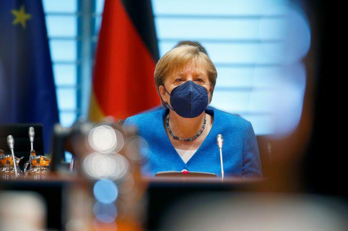 Bundeskanzlerin Angela Merkel: »Wir bewegen uns immer noch auf dünnem Eis«