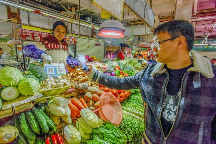 Bezahlen per QR-Code bei einem Straßenhändler in China (Archivbild)