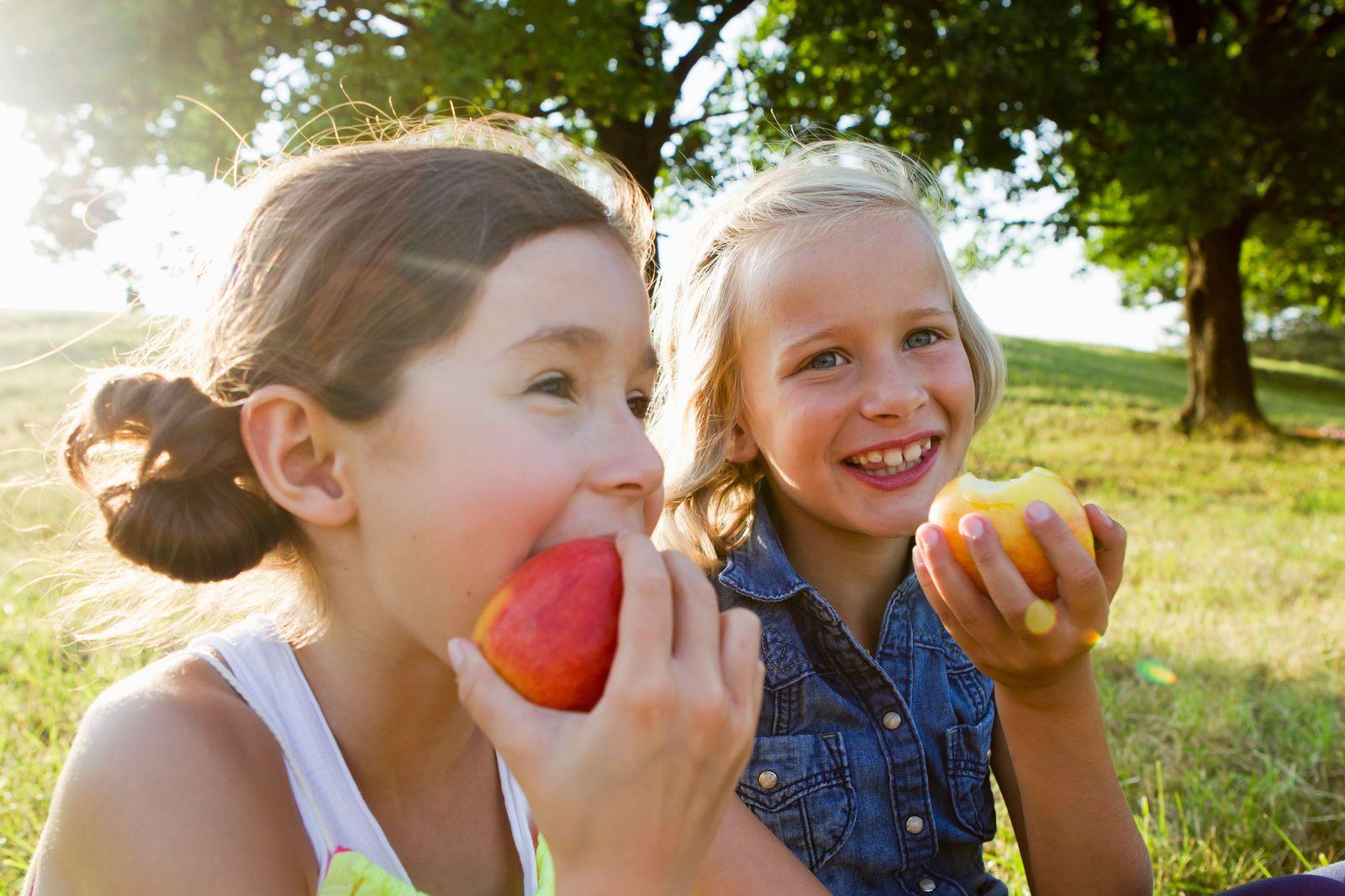 Einmalige Verwendung_Kinder/ Essen/ Apfel