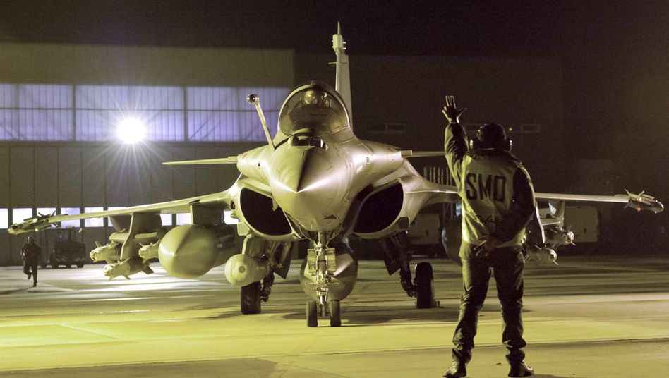 A French Rafale fighter jet in Saint-Dizier, France, preparing for a bombing mission over Mali.
