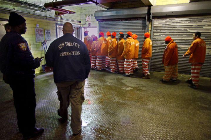 Häftlinge in Rikers Island: Von Insassen und Wärter zusammengeschlagen