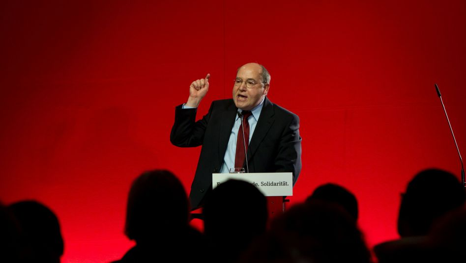 Gregor Gysi, parliamentary group leader of the Left Party. He is on a list of 27 members of parliament for the Left Party who are under observation by the domestic intelligence agency.