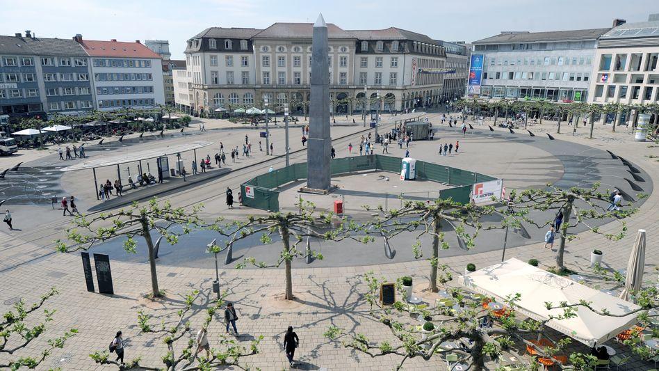 Der Obelisk von Olu Oguibe auf dem Königsplatz