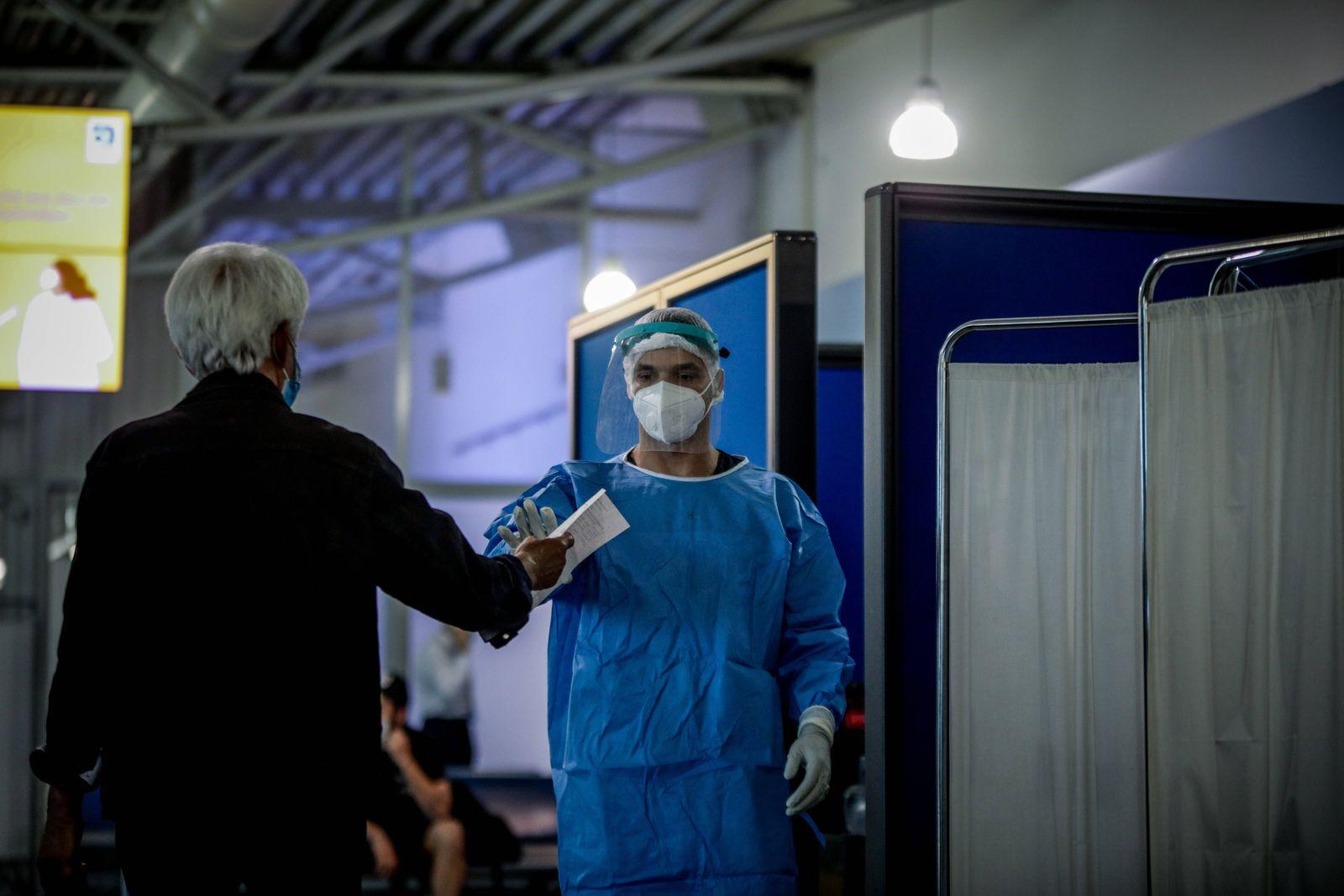 Momentaufnahme am Athener Flughafen Eleftherios venizelos: Während Griechenland sich darauf vorbereitet, seine Flughäfe