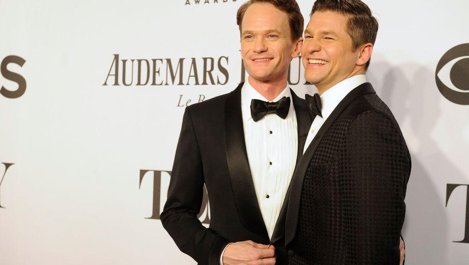 Schauspieler Harris (l.) mit Ehemann Burtka (im Juni): Hochzeit