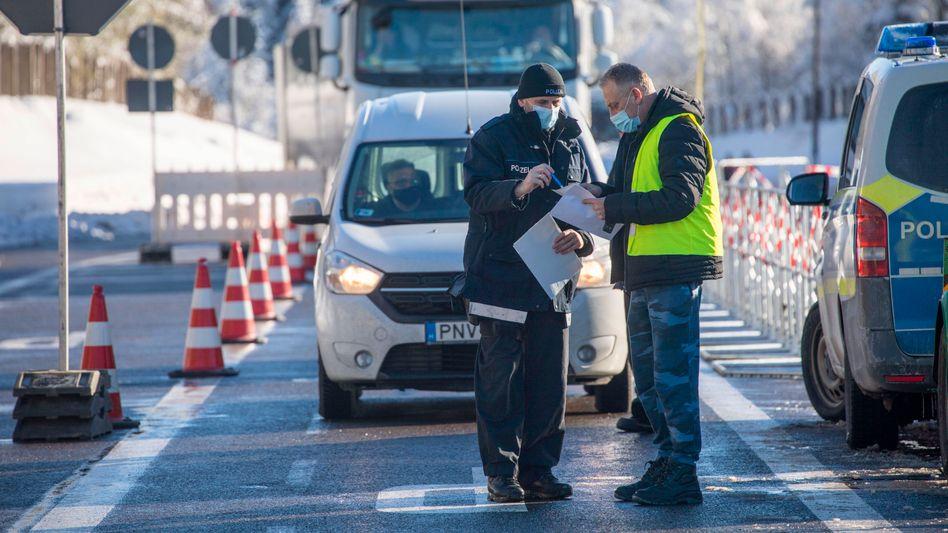 Deutsch-tschechischer Grenzübergang Reitzenhain am Sonntag
