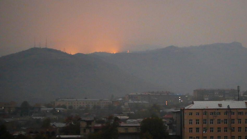 Gefechte in der Stadt Stepanakert: Seit Wochen gewinnen die Gefechte in der Konfliktregion Bergkarabach an Härte