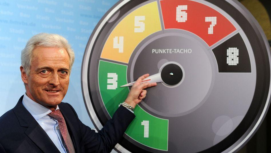 Bundesverkehrsminister Ramsauer: Acht statt 18 Punkte bis zum Führerscheinentzug