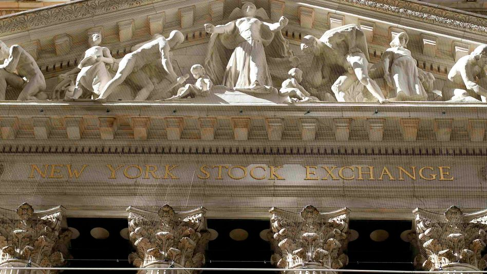 "Fassade der New York Stock Exchange: ""Nachtmare on Wall Street"""