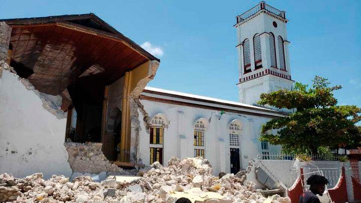 Zerstörte Kirche in Les Ceyes