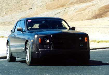 """Begehrter Erlkönig: Hier ein Rolls Royce, """"abgeschossen"""" im kalifornischen Death Valley im Juli 2002"""