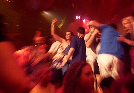 """Nightlife weltweit (hier in einem Cancuner Club): """"Die Tänzer springen in die Luft und schreien wie am Spieß"""""""