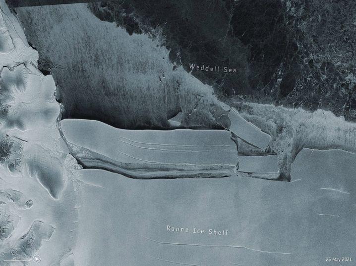 Abbruch zweier riesiger Eisberge in der Antarktis