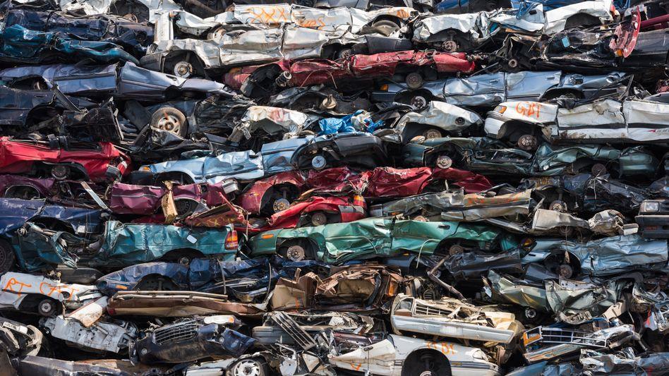 Verschrottete Autos: Kommt das Ende des Verbrennungsmotors schneller als gedacht? (Symbolbild)