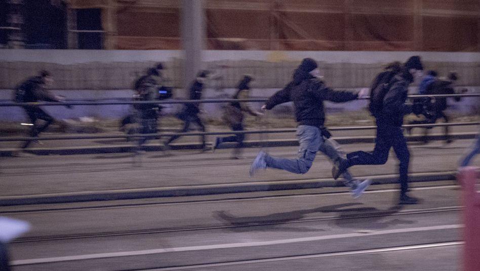 Jagd von Hooligan auf Kameramann: In Leipzig eskalierte die Gewalt