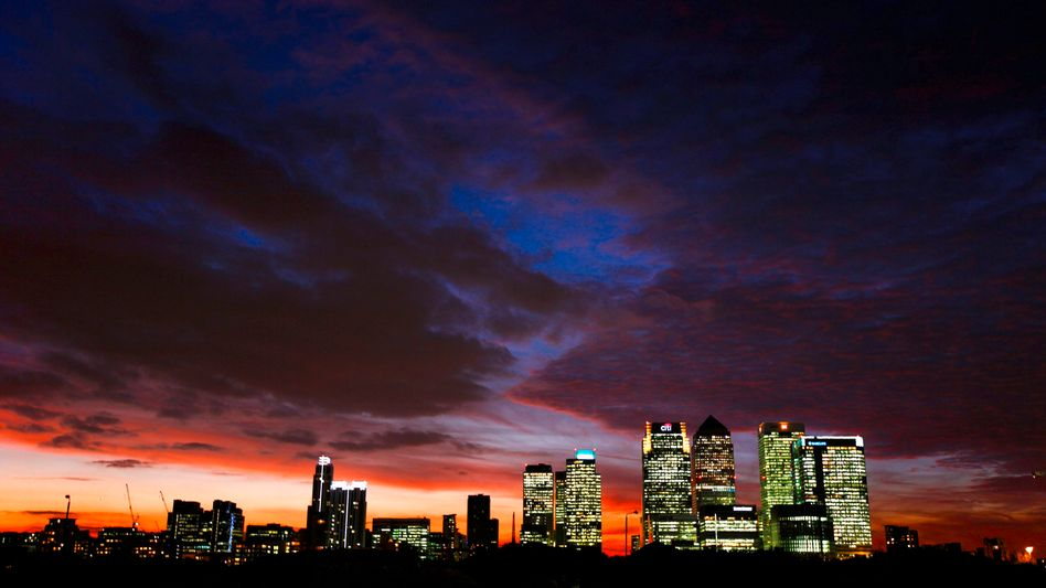 Canary Wharf, the financial district in the city of London: The course of the euro rose significantly on news Monday of a massive European rescue package for the ailing common currency.