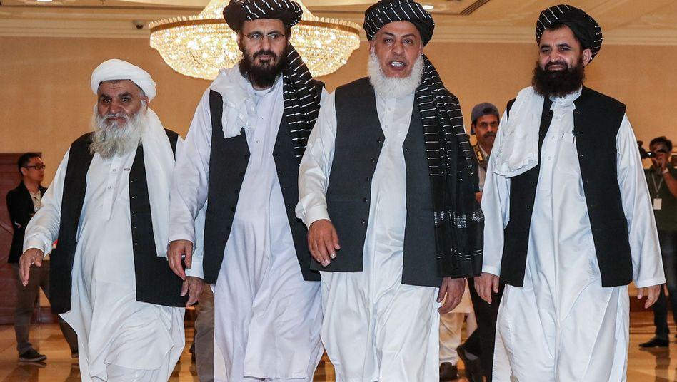 Mitglieder der Taliban bei Friedensgesprächen mit den USA in Doha