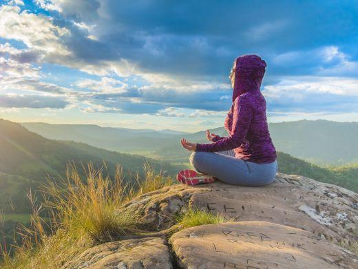 Atemübungen helfen gegen Stress und körperliche Beschwerden.