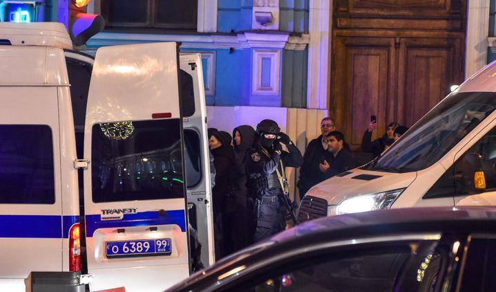 Sicherheitskräfte am FSB-Gebäude in Moskau