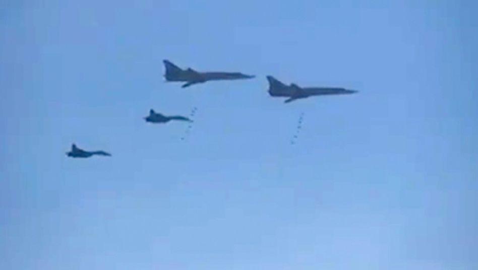 Bombenabwurf über Syrien: Russischen Kampffliegern drohen Angriffe mit Boden-Luft-Raketen