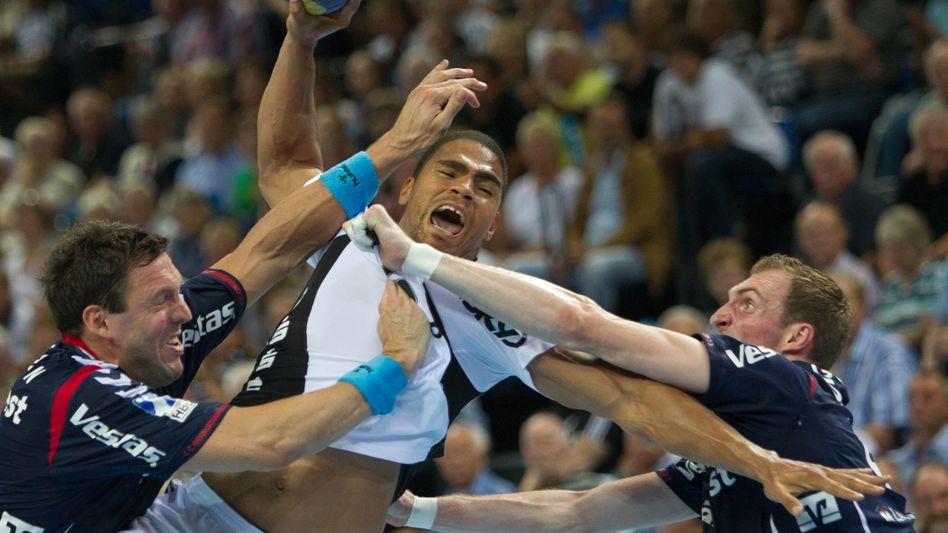 Handballer Narcisse (Mitte): Nach dem Basketball stets noch zum Handball
