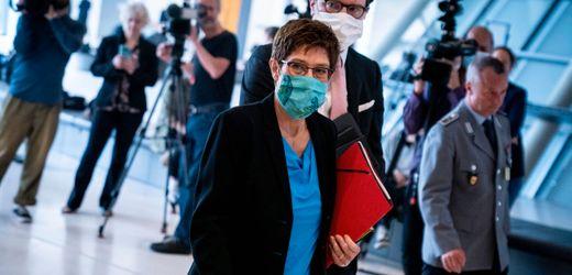 Annegret Kramp-Karrenbauer bestreitet Vorzugsbehandlung für Chef-Berater