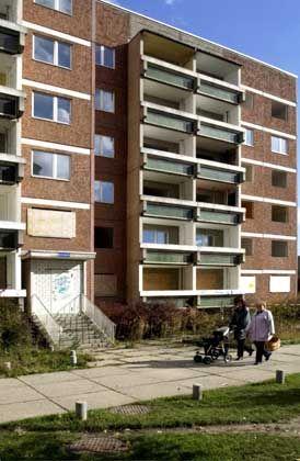 Zum Abriss vorgesehenen Plattenbau im Stadtteil Leipzig-Grünau: Grünflächen sollen die Stadt durchziehen