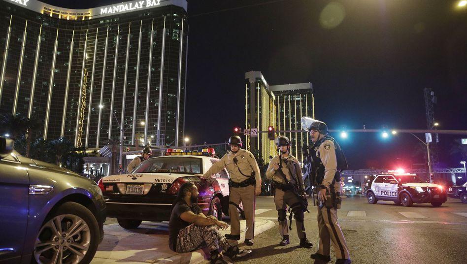 Polizisten am Anschlagsort in Las Vegas