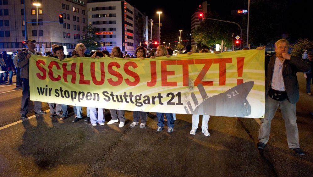 """Stuttgart 21"": Demonstranten contra Milliarden-Projekt"