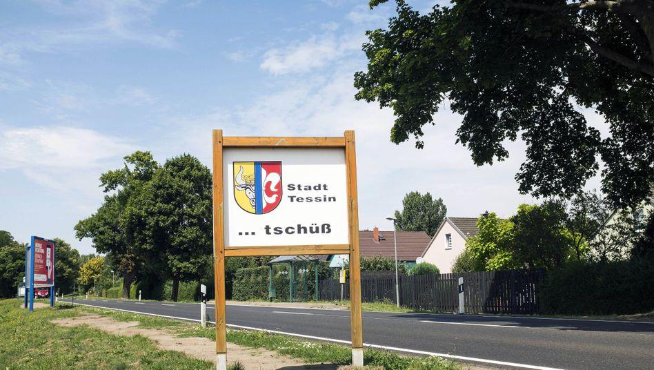 Schild in der Kleinstadt Tessin in Mecklenburg-Vorpommern