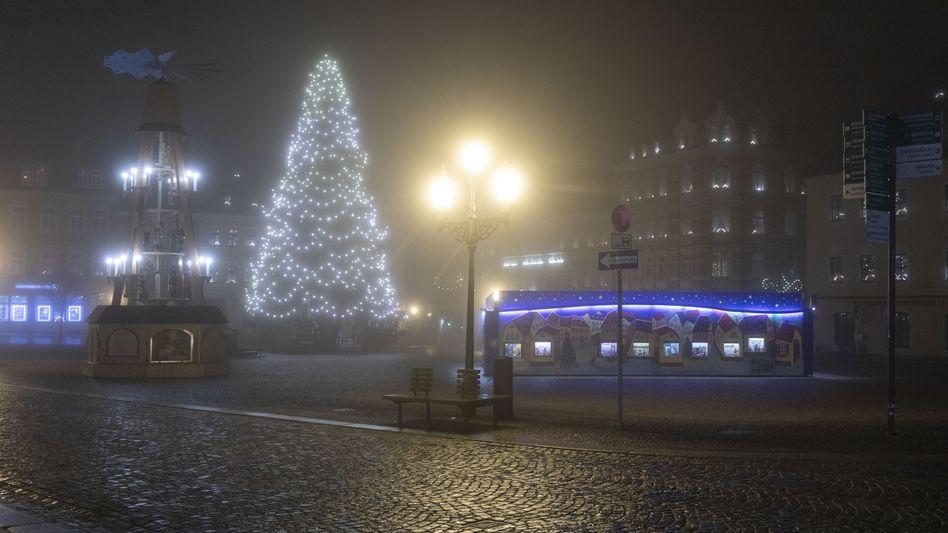 Menschenleerer Weihnachtsmarkt im sächsischen Annaberg-Buchholz: »Damit die Maßnahmen ausreichen, müssen sie konsequent umgesetzt werden«