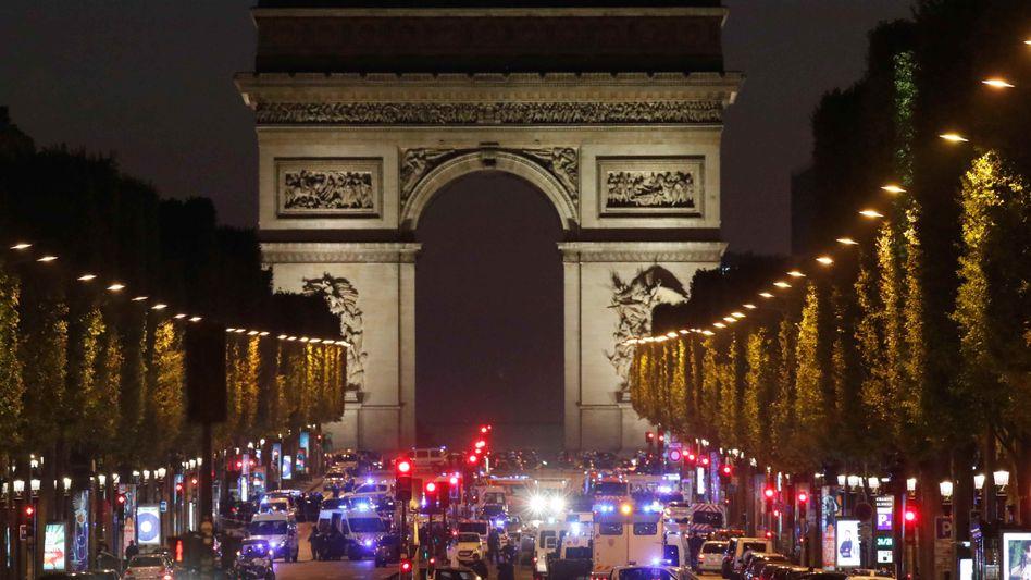 Frankreich: Attentäter nach Todesschüssen auf Champs-Élysées identifiziert