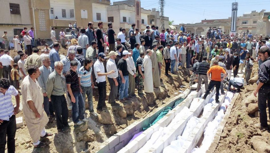 A mass burial for the victims of the Houla massacre (May 26 photo).