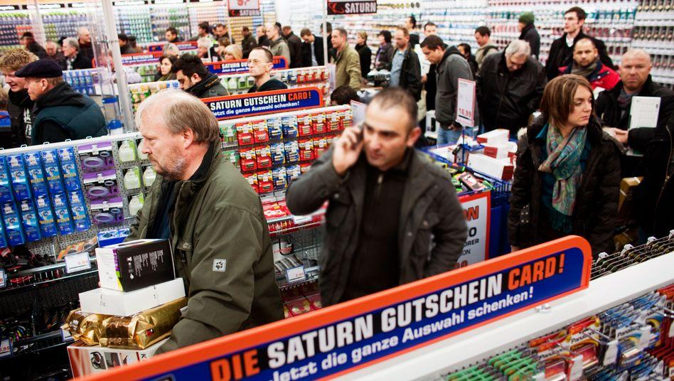 Kunden bei Saturn in Düsseldorf