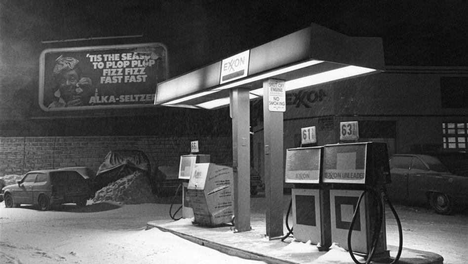 Tankstelle in Cambridge, Massachusetts, im Winter 1978: Millionen für PR, statt an einer Lösung zu arbeiten