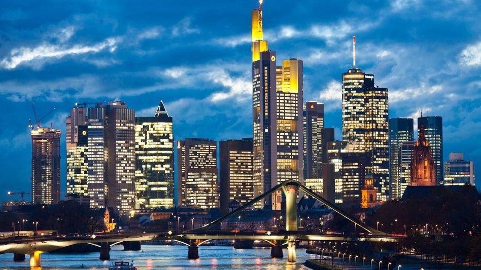 Bankenhochhäuser in Frankfurt am Main: Deutschen Instituten fehlen Milliarden