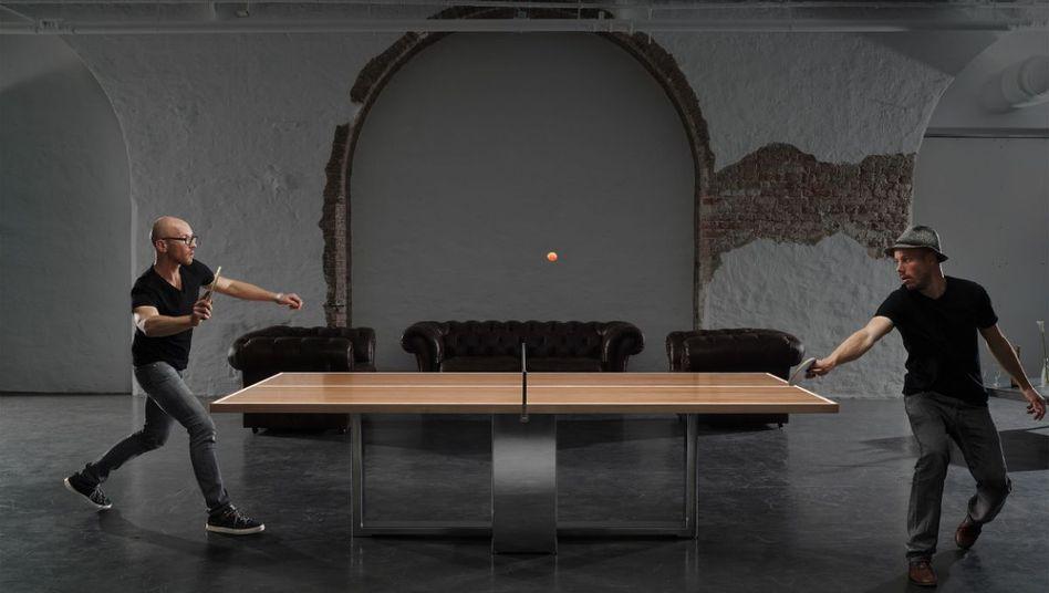 Konferenztisch als Tischtennisplatte: Erst brainstormen, dann spielen