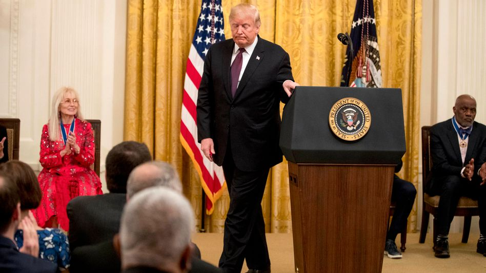 "Donald Trump bei der Verleihung der ""Medal of Freedom"""
