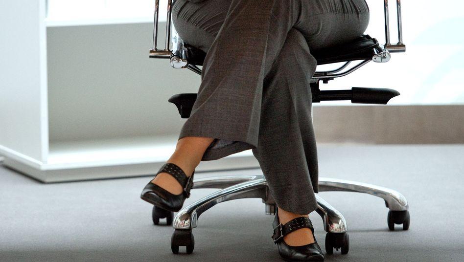 Sekretärin am Schreibtisch (Symbolbild)