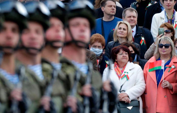 Dicht an dicht: So ging es während der Militärparade am 9. Mai in Minsk zu
