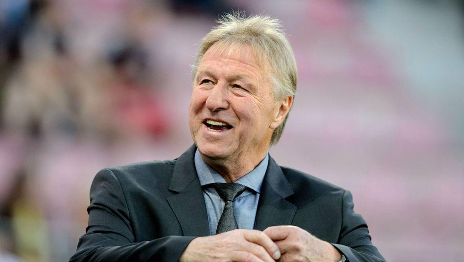 Horst Hrubesch steht ab sofort beim HSV bereit