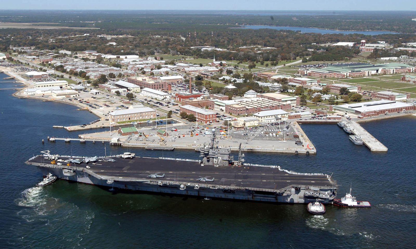 EINMALIGE VERWENDUNG Pensacola/ US Marinebasis/ Anschlag