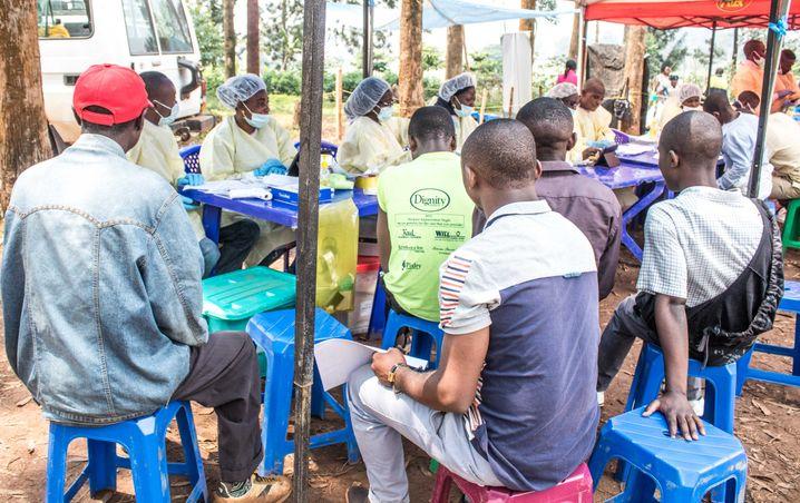 Gesundheitsteams informieren Einwohner der Demokratischen Republik Kongo im Sommer 2019 über Vorsichtsmaßnahmen zum Ebolavirus