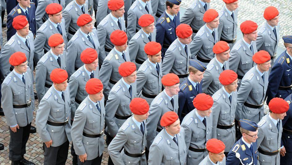 Schlechte Strukturen: Die Strukturkommission lässt kein gutes Haar an der Bundeswehr