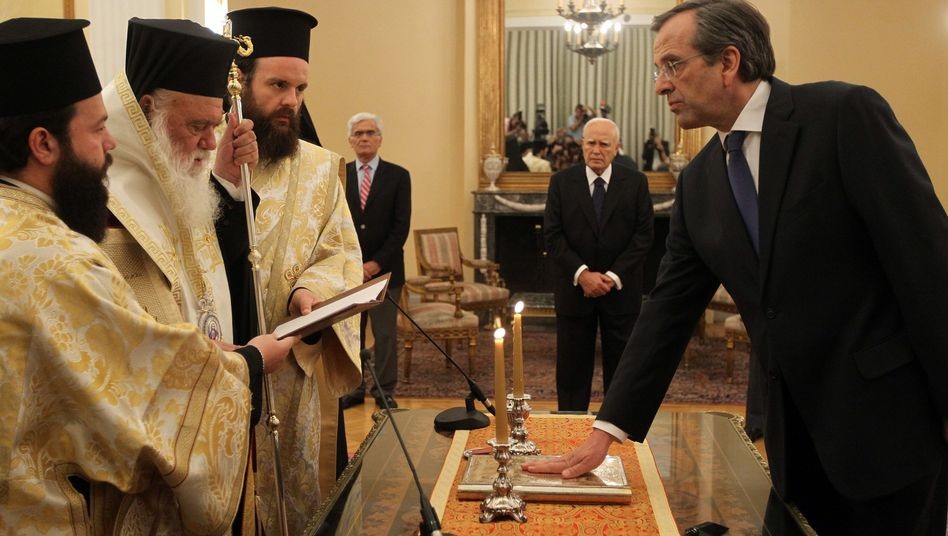 New Democracy leader Antonis Samaras was sworn in as new Greek prime minister on Wednesday at the presidential mansion in Athens.