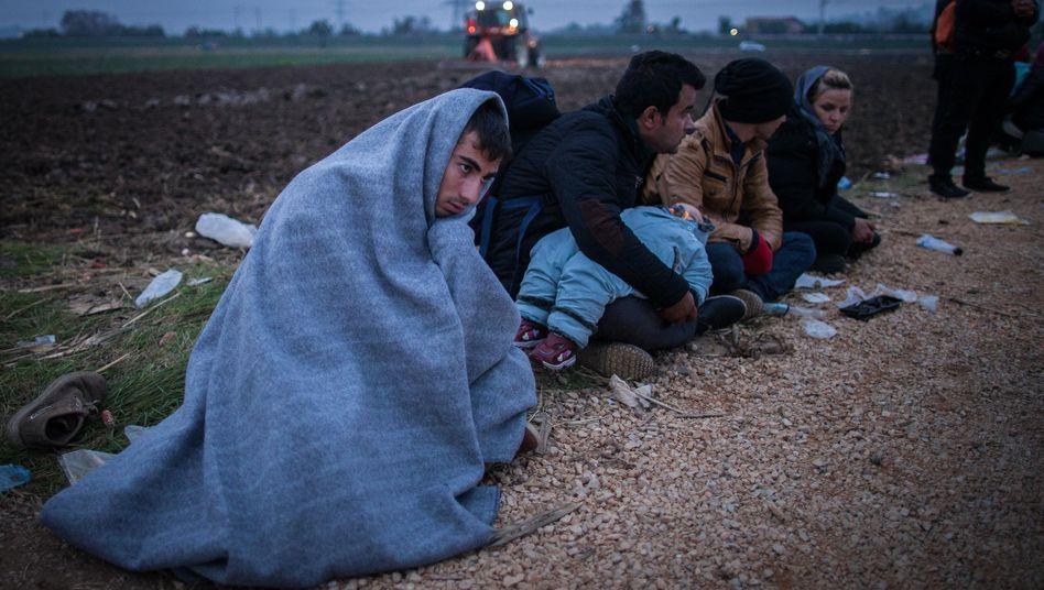 Flüchtling aus Afghanistan an der slowenischen Grenze: Internationale Schlepperbanden