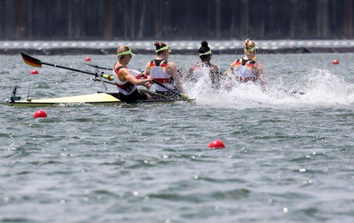 Probleme im Viererfinale: Die deutschen Ruderinnen verpassten eine Medaille