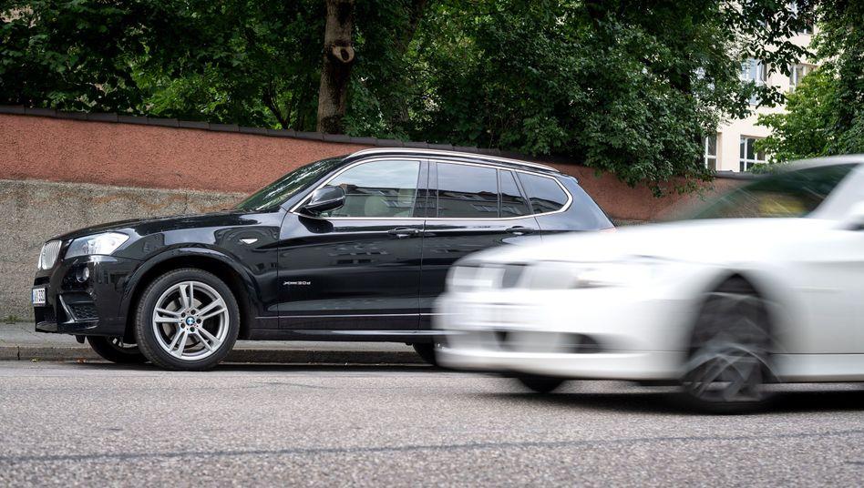 """SUV an einem Straßenrand in München: """"Das hohe Tempo der SUV-Verkäufe wird auch die nächsten Jahre anhalten"""""""
